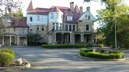 Graceland Inn, D&E College Campus http://gracelandinn.com/